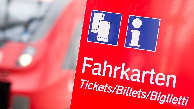 Mit dauerhaften Sparpreisen will die Bahn neue Kunden gewinnen und den Fernbussen trotzen.