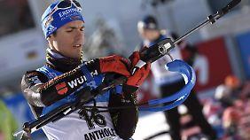 Simon Schempp traf beim Biathlon-Massenstart gleich achtmal nichts in Schwarze. Resultat: ein tiefschwarzer Tag.