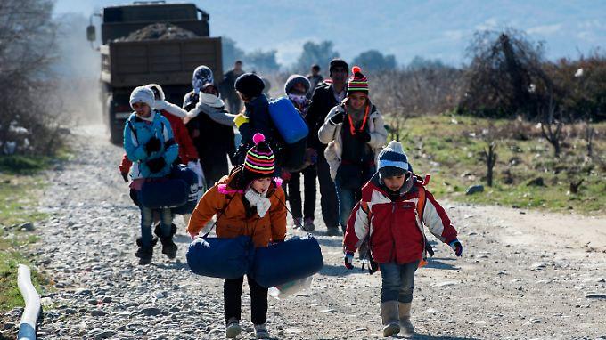 Immer noch versuchen Tausende Menschen auf dem Weg nach Mitteleuropa, die Grenze zwischen Griechenland und Mazedonien zu überqueren.