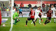 """""""Müssen wir jetzt auch eine Woche rumjammern?"""" Augsburgs Torwart Marwin Hitz minimal sarkastisch zum Elfmeterpfiff für Ingolstadt, das sich eine Woche zuvor in Dortmund betrogen gefühlt hatte, das öffentlich kundtat - und nun von einer Fehlentscheidung profitierte."""
