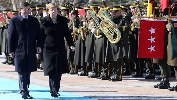 Nur gemeinsam können sie es schaffen: Merkel braucht die Türkei für ihre Flüchtlingspolitik. Die Türkei braucht die deutsche Unterstützung zur Bewältigung der humanitären Herausforderung.