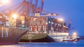 Nadelöhr Hafen: Aus Hamburg gehen viele deutsche Waren in die Welt.