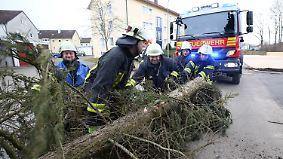 """Mit heftigen Böen und Regen: Sturmtief """"Ruzica"""" tobt über Deutschland"""