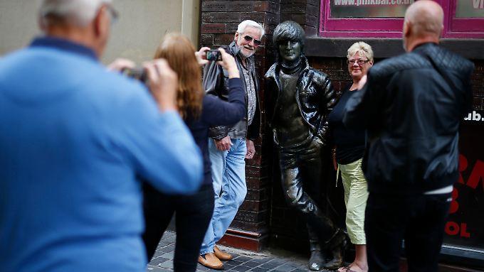 Als echter Beatles-Fan kann man John Lennon in Liverpool noch einmal treffen.