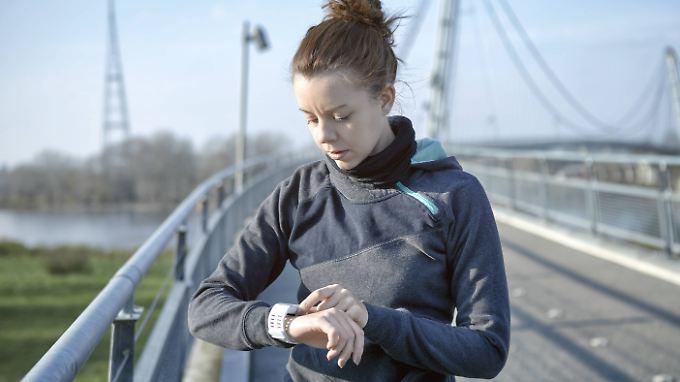Viele Sportler zeichnen ihre Daten auf. In Zukunft womöglich auch für die Versicherung.