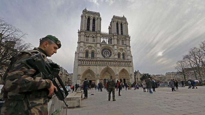 Soldaten werden möglicherweise in Paris noch länger stationiert.