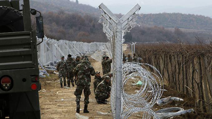 Der Grenzzaun zwischen Griechenland und Mazedonien, hier nahe der Stadt Gevgelija