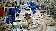 In dem grenznahen Industriepark auf nordkoreanischer Seite arbeiten etwa 54.000 Nordkoreaner für mehr als 120 südkoreanische Unternehmen.