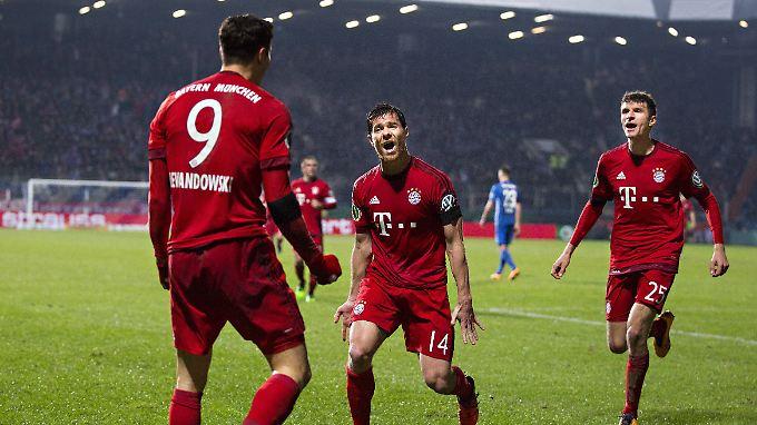 Robert Lewandowski brachte den FC Bayern mit dem 1:0 in Bochum auf Halbfinalkurs. Kurz vor Schluss besorgte er auch den 3:0-Endstand.