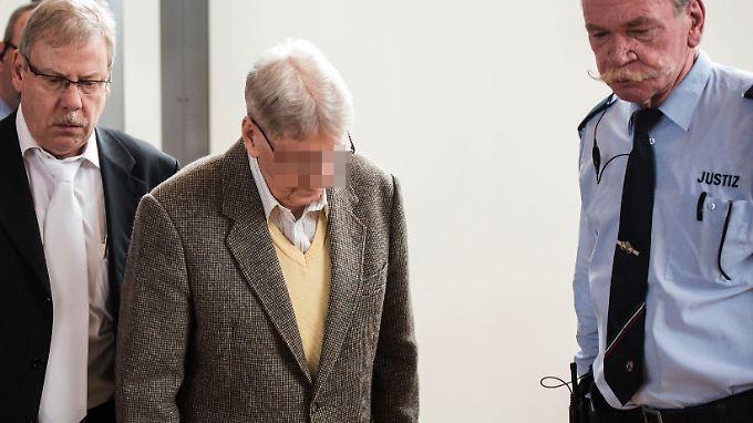 Etliche Holocaust-Überlebende treten als Nebenkläger gegen Reinhold H. auf.
