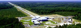 """Gravitationsforschung mit riesigen Anlagen: Eines der beiden """"Laser Interferometer Gravitational-wave Observatories"""" (LIGO) am Standort Livingston im US-Bundesstaat Louisiana."""