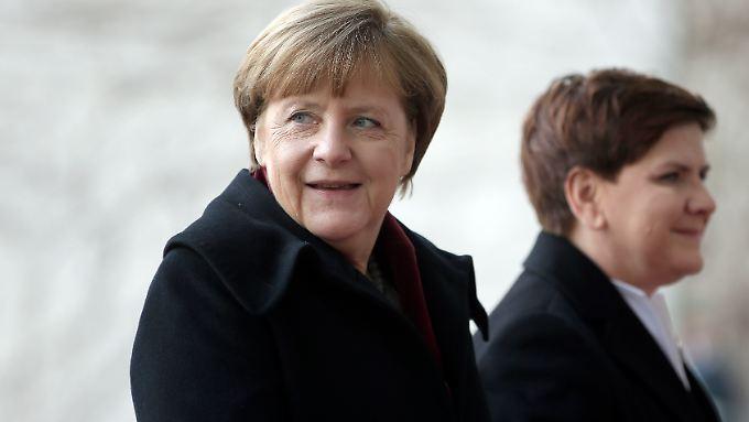 Angela Merkel empfängt die Regierungschefin des Nachbarlands Polen, Beata Szydlo, außergewöhnlich lange nach deren Amtsantritt.