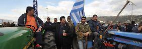 Protestierende griechische Bauern auf dem Weg nach Athen.