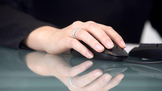 Unerlaubtes Surfen am Arbeitsplatz: Arbeitgeber dürfen Browseraktivität der Angestellten überwachen