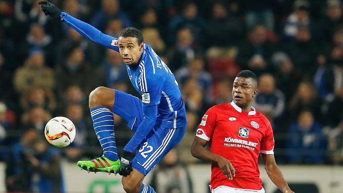 """""""Ich habe immer gesagt, dass ich von Schalke nur aus einem Grund Abschied nehmen würde: um etwas ganz Neues kennen zu lernen"""": Joel Matip."""