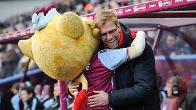 Der Kuschelei mit dem Aston-Villa-Maskottchen am Wochenende ließ Jürgen Klopp nun verbales Schmeicheleien für den künftigen Liverpooler Joel Matip folgen.