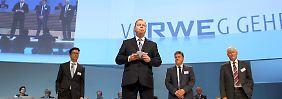 """Kennt die """"aktuellen wirtschaftlichen Perspektiven in der konventionellen Stromerzeugung"""": RWE-Cheg Peter Terium, hier beim Aktionärstreffen 2015."""