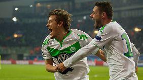 Max Kruse traf zum 3:0 für Wolfsburg. Danach stellte der VfL den Spielbetrieb ein.