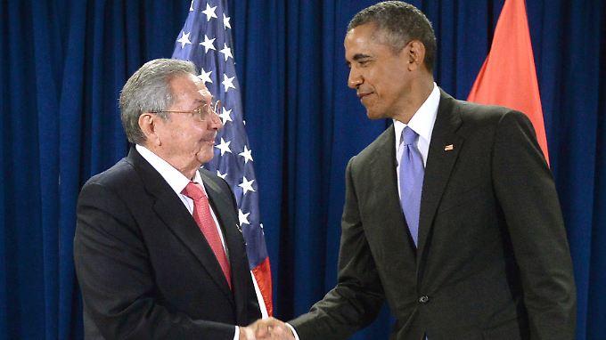 Vor gut einem Jahr gaben sie sich die Hand, jetzt besucht Obama (r.) Castro (l.) in der einstigen Höhle des Löwen - Havanna.