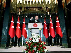 """""""Recht auf Selbstverteidigung"""": Reccep Tayyip Erdogan kündigt harte Reaktionen an - noch bevor klar ist, wer für die Anschläge verantwortlich zeichnet."""