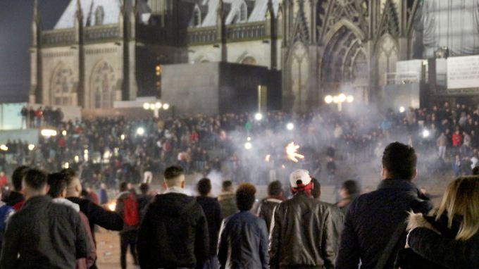 Wie konnte es zu den massenhaften Übergriffen auf dem Vorplatz des Kölner Hauptbahnhofs kommen - das will der Untersuchungsausschuss herausfinden.