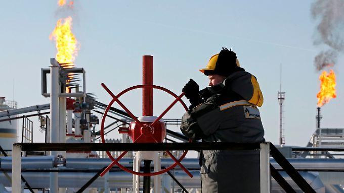 Die russische Wirtschaft leidet auch unter dem Preisverfall des Öls auf dem Weltmarkt.