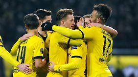 Starke Leistung, starkes Team: Der BVB hat Aussicht auf den Pokal. Das soll vermutlich auch Aubameyangs Frisur ausdrücken.