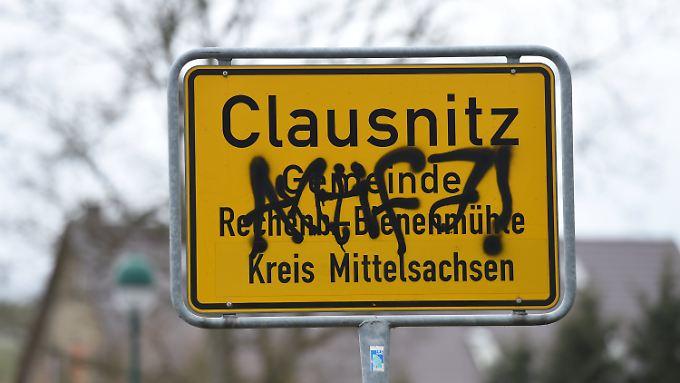 Fremdenfeindlichkeit in Clausnitz: Bruder des Heimleiters soll Mob mitorganisiert haben