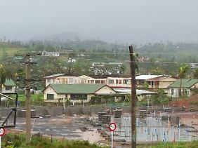 Umgeknickte Palmen, überschemmte Straßen: Blick über die Hauptinsel Viti Levu nach dem Sturm.