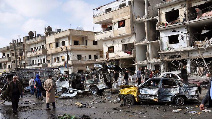 Terror in Homs und Damaskus kostet mindestens 121 Menschen das Leben.