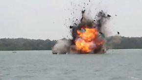 Kaum zu glauben, aber wahr: Indonesische Marine sprengt illegale Fischerboote