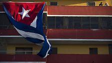 Der Nationalstolz der Kubaner kennt kaum Grenzen. Überall in Havanna finden sich große Flaggen.