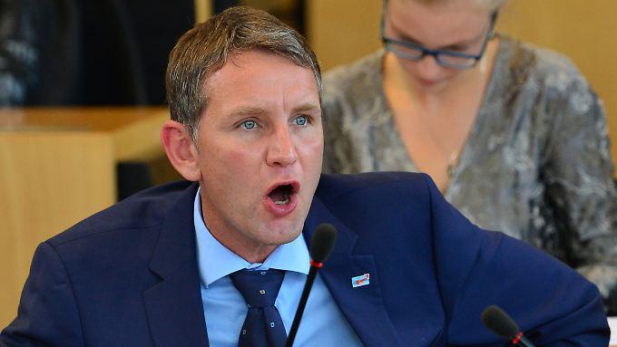 AfD-Fraktionschef Björn Höcke reagiert aufgebracht während einer Debatte im Thüringer Landtag in Erfurt.