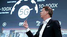 Ericsson-Chef Hans Vestberg hat den 5G-Chip in Barcelona vorgestellt.