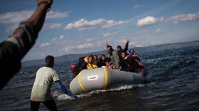 Flüchtlinge auf dem Weg nach Griechenland.