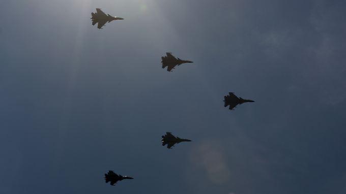 J-15-Jets im Formationsflug: China will im Südchinesischen Meer Stärke zeigen.