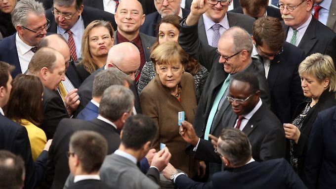 Umstrittene Verschärfungen: Bundestag winkt Asylpaket II durch