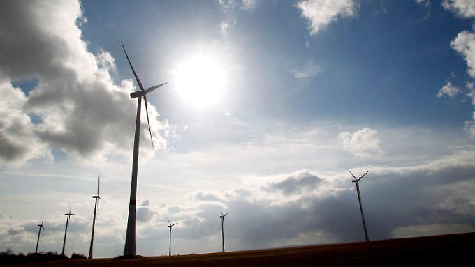 Früher Braunkohle, heute Windenergie - der größte Windpark NRWs steht im Garzweiler-Revier bei Bedburg.
