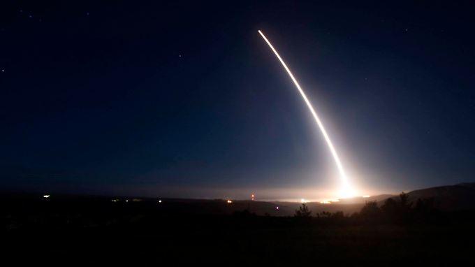 """In Kalifornien abgefeuert fällt """"Minuteman III"""" 8000 Kilometer weiter in den Südpazifik. Der einzige Grund dafür ist eine Botschaft."""