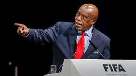 Kurz vor dem ersten Wahlgang gibt der Südafrikaner sein Aus bekannt.