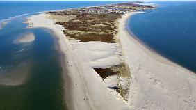 """Rund 13.000 Einwohner leben noch auf Sylt- """"teuer und tot"""", resümiert manch einer seinen Inselbesuch."""