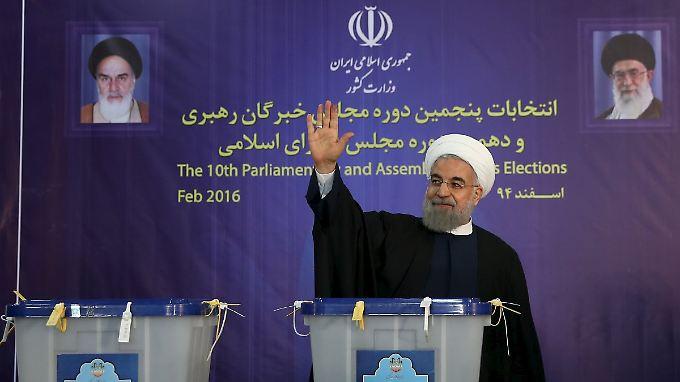Mit dem überraschenden Stimmgewinn der Gemäßigten im Parlament wird Präsident Rohani in seiner Politik unterstützt.