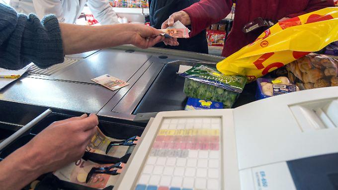 Selbst die Kernrate sinkt: Fallende Preise bieten Verbrauchern nur auf den ersten Blick einen Vorteil.