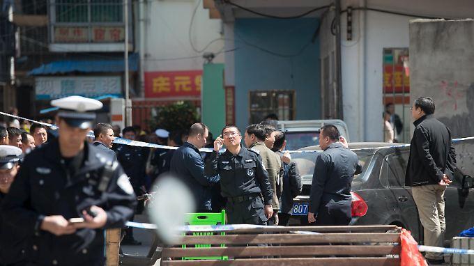 Die Polizei riegelte die Schule zunächst ab.