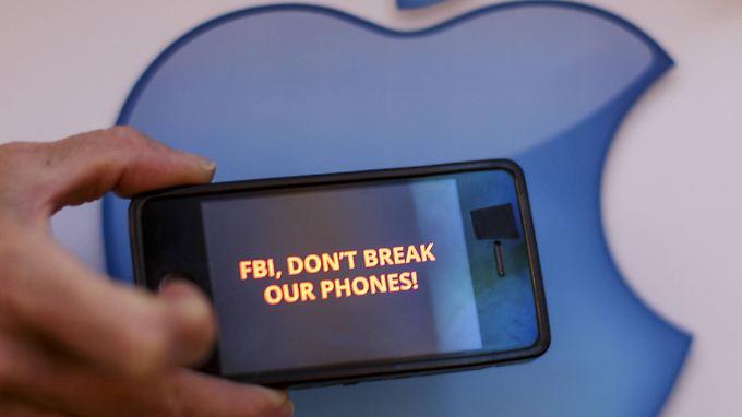 In den USA wehren sich Apple-Kunden gegen die Forderung des FBI.