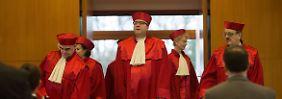 Gutachter uneins: Gericht sucht Maßstab für NPD-Verbot
