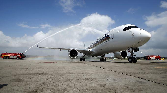 Symbolische Flugzeugtaufe in Singapur: Großkunde Singapore Airlines übernimmt seinen ersten A350-900.