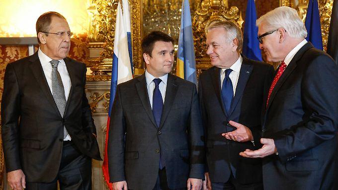 Vor den Verhandlungen waren Lawrow, Klimkin, Ayrault und Steinmeier noch relativ entspannt.