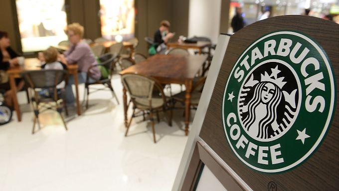 Gemütliche Sessel und experimentierfreudige Kaffeevariationen: Das ist das Konzept von Starbucks.