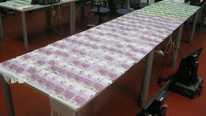 Ende 2014 waren 500-Euro-Scheine im Wert von 300 Milliarden Euro im Umlauf. Europol vermutet, dass sie vor allem vom organisierten Verbrechen genutzt werden.